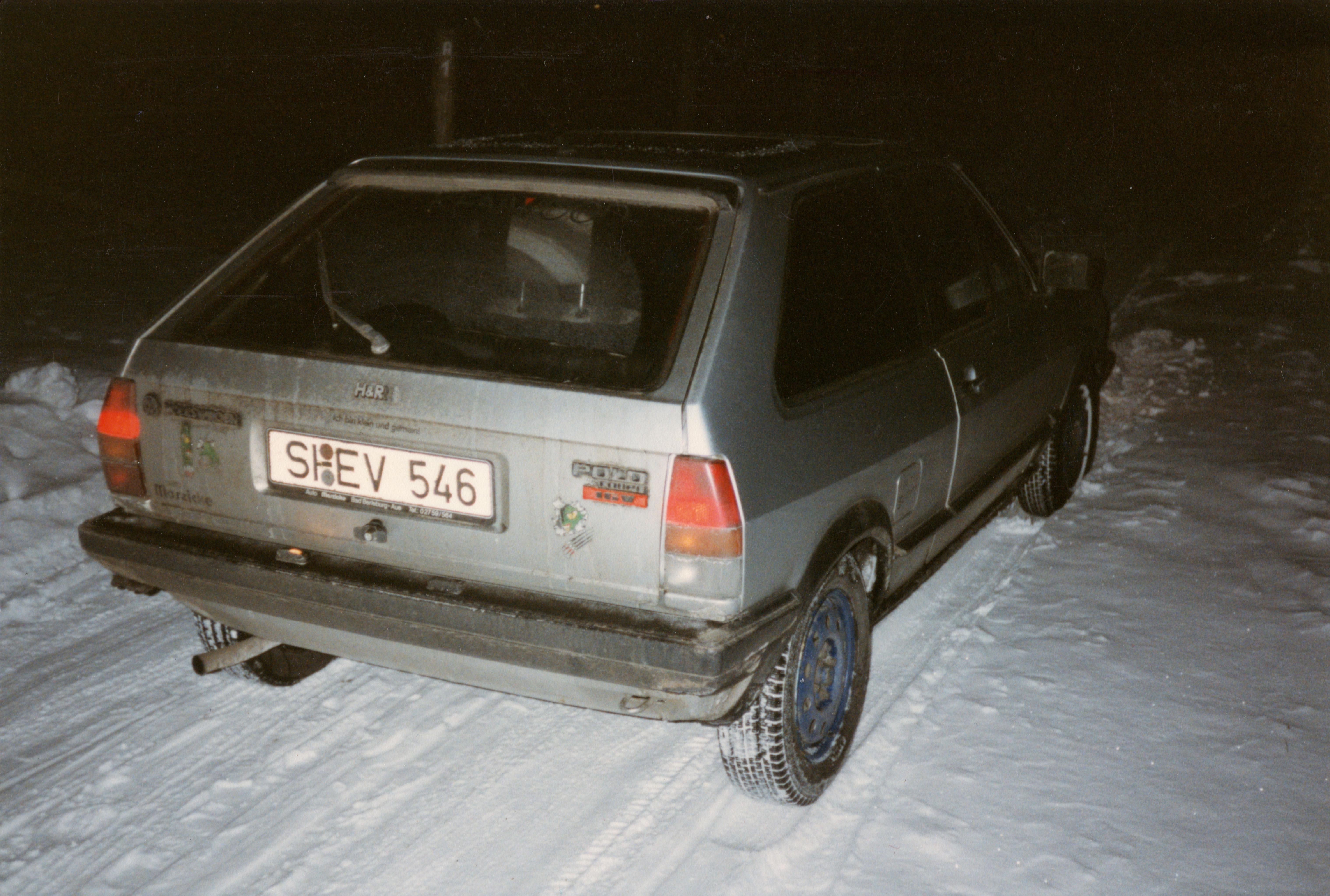 Heckansicht des VW Polo Coupe mit vielen, wirklich sehr vielen Aufklebern